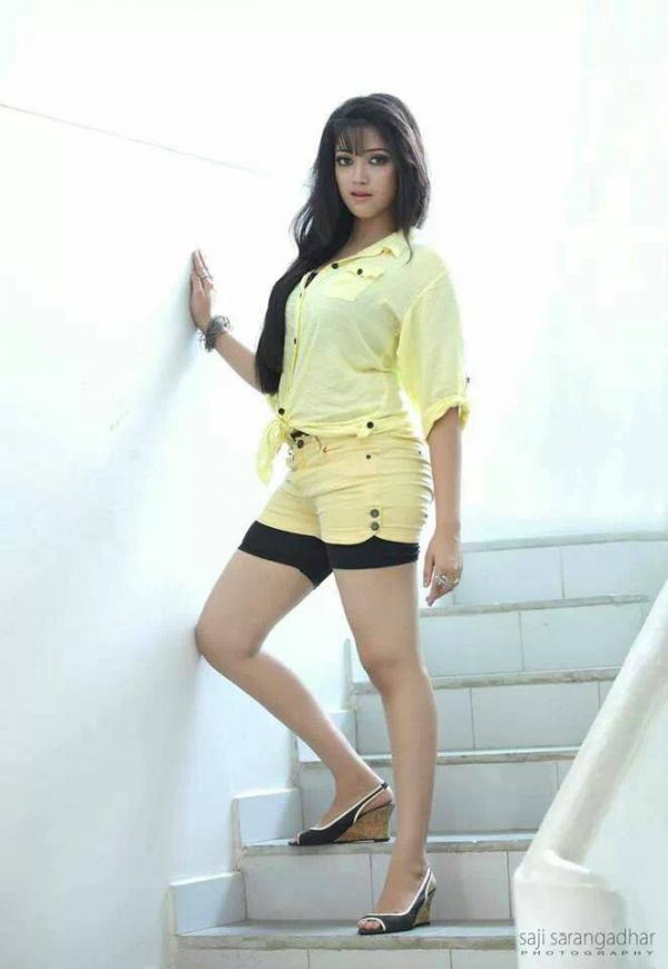 Abhirami Suresh latest hot navel show photos in saree ...