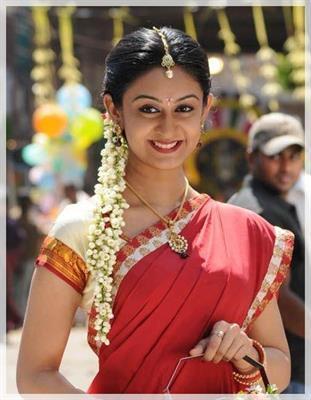 Aishwarya Arjun Hot in Saree | Veethi