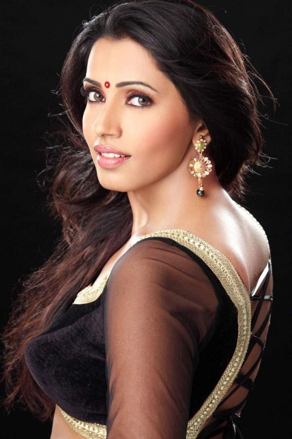 DESI ACTRESS PICTURES: Akshara Gowda Latest Unseen Photoshoot