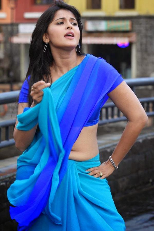 Anushka Shetty Hot and Sexy in Saree