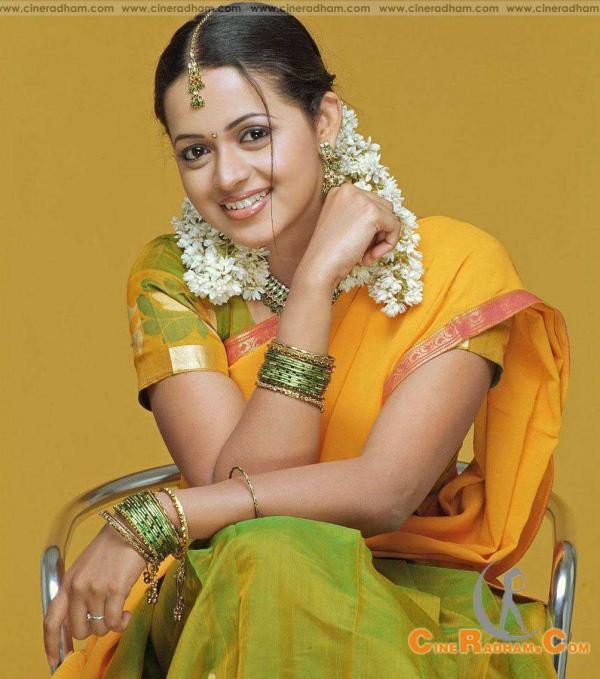 Bhavana menon in half saree veethi bhavana menon in half saree altavistaventures Gallery