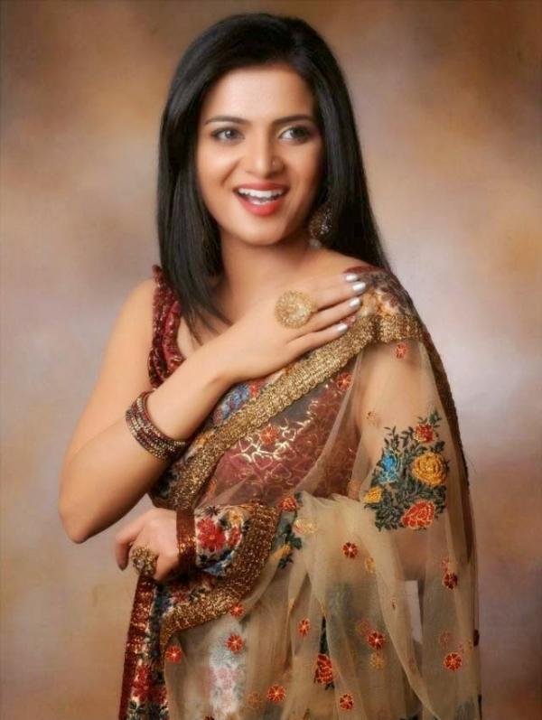 Divyadarshini Hot in Saree