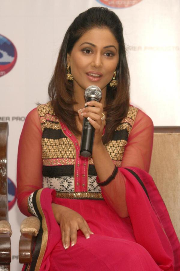 Actress Hina Khan Cute Still Veethi