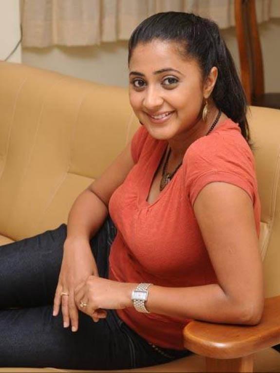 Kaniha Latest Hot Cute Stills in Saree | Veethi