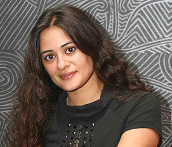 Star Plus Television actress Mona Vasu photos | Veethi
