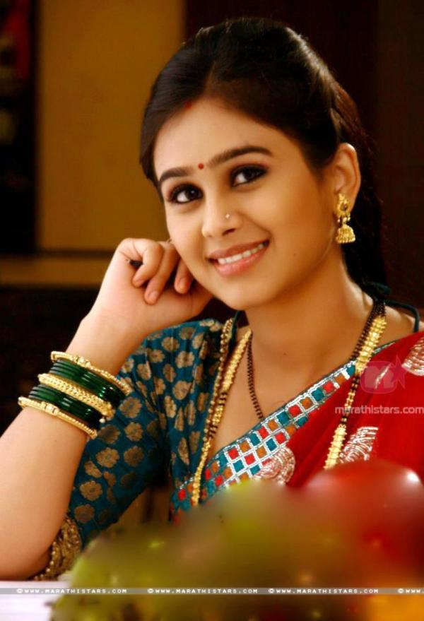 Mrunal dusanis in cute red saree veethi mrunal dusanis thecheapjerseys Images