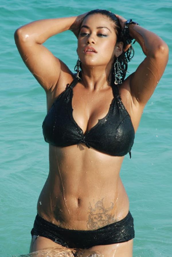 Mumaith in bikini