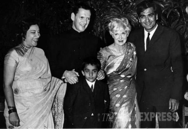 Nargis, husband Sunil Dutt and son Sanjay along with ...