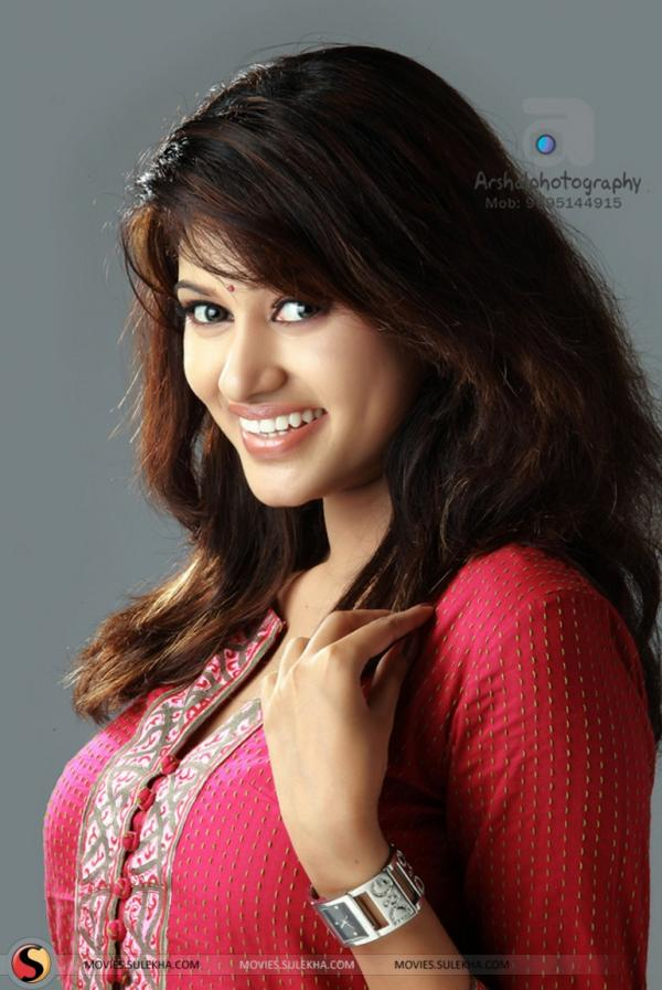 Tamil Actress Oviya Hairstyle