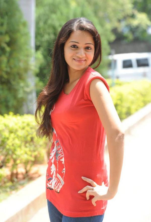 Tamil Actress Reshma Glamour Pics | Veethi