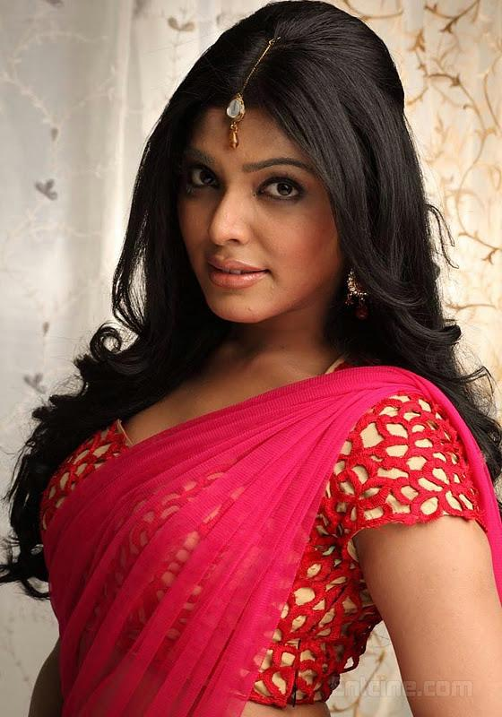 Rima Kallingal Hot In Saree