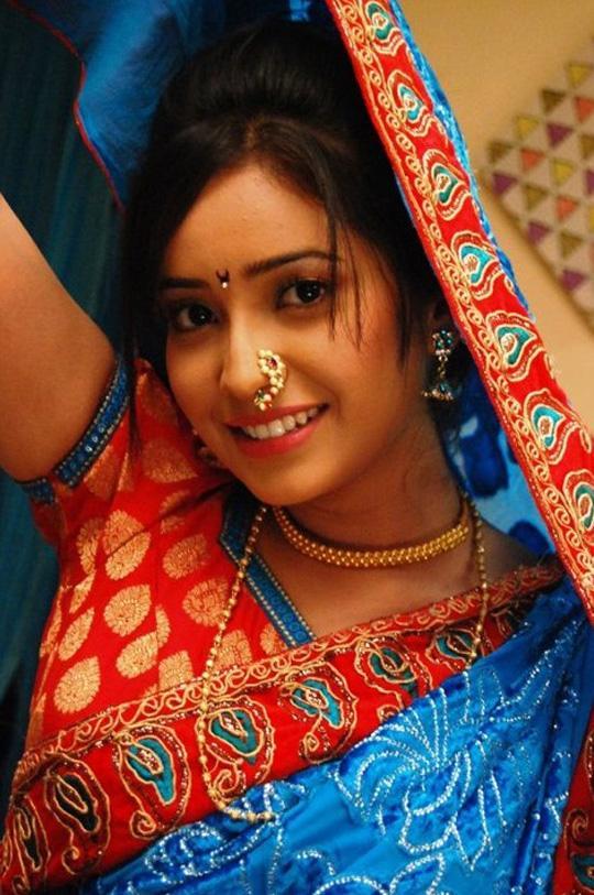 Tv Actress Shruti Kanwar Hot In Saree Veethi