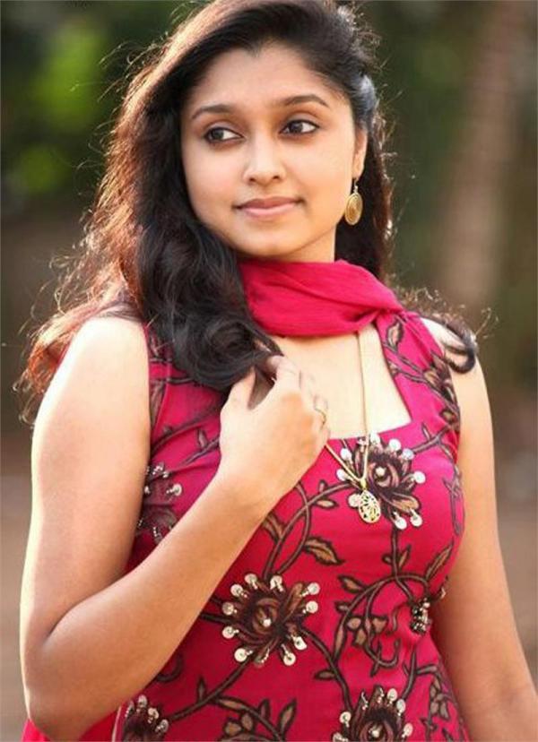 Actress Sija Rose Sexy Pics   Veethi
