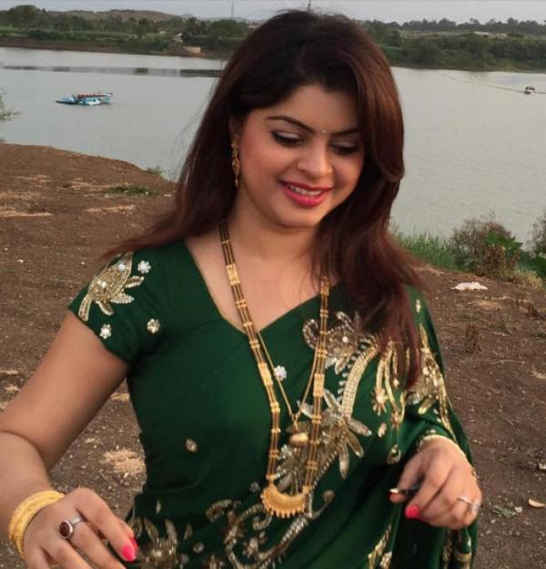 Indian Tv Actress Sneha Wagh In Saree Veethi