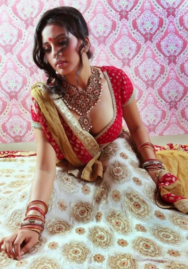 Srushti Dange Hot Actress Hot Saree Hot Navel Hot Cleavage