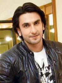 Ranveer Singh on the set of Comedy Nights With Kapil | Veethi