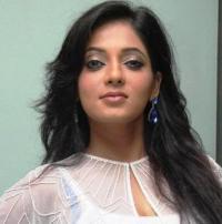 Actress Reshma Pasupuleti Selfie Pics | Veethi