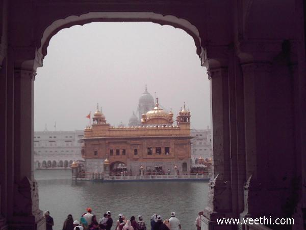 golden-temple-at-amritsar