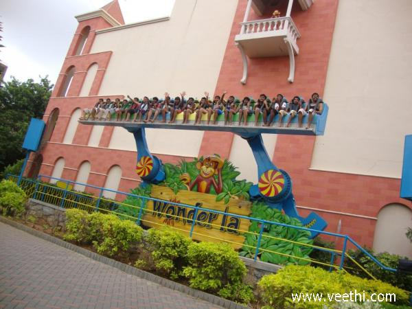 children-on-a-ride-in-wonderla