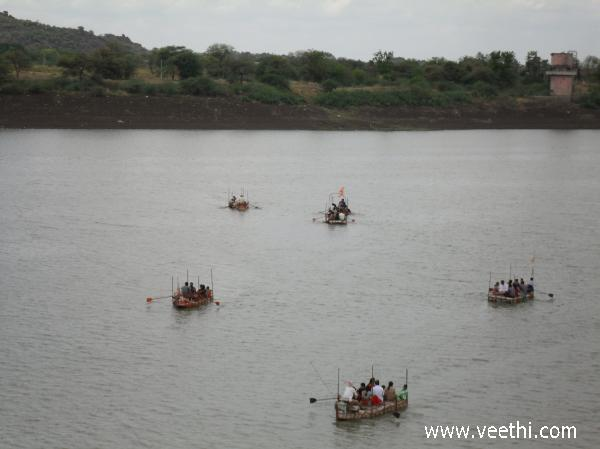 boating-in-the-river-godavari
