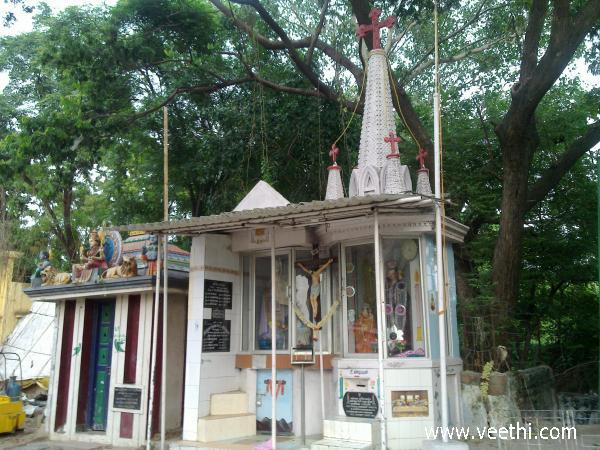 unity-in-diversity-hindu-temple-and-church-in-same-Place