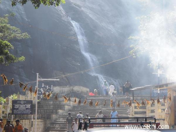 old-falls-at-courtallam