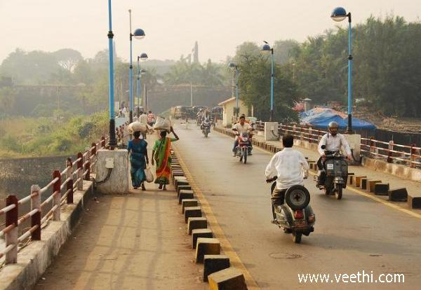 the-bridge-over-the-daman-ganga