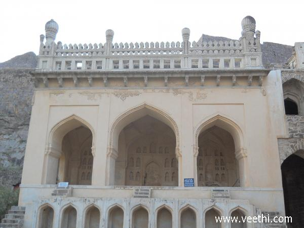 mosque-in-the-golconda-fort