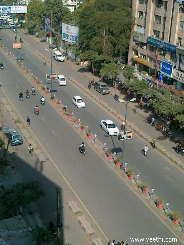 street-view-of-yn-road-indore