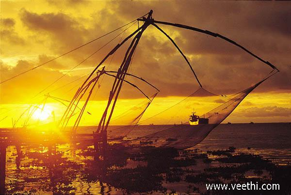 sunrise-view-of-fish-trap-vembanad-lake-kerala