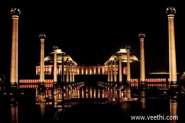 night-view-of-the-ambedkar-memorial-lucknow