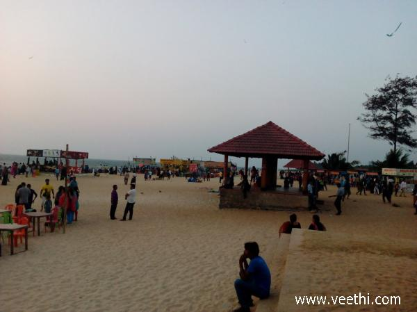 people-at-panambur-beach-mangalore
