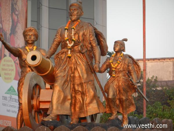 statue-of-chatrapati-shivaji-and-his-son-mumbai