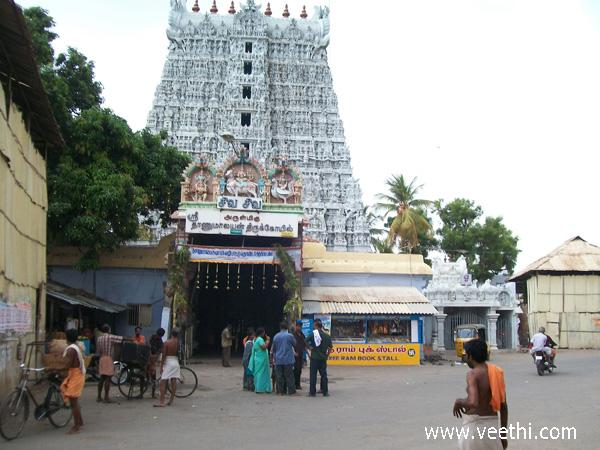 entrance-to-sree-thanumalayan-temple-at-suchindram-in-nagercoil
