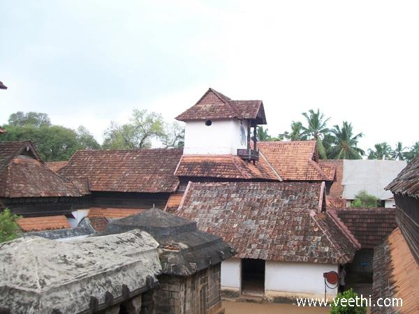 padmanabhapuram-palace-clock-tower-and-roof-view