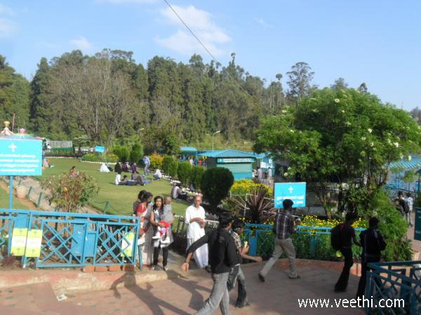 entry-point-to-garden-near-ooty-lake