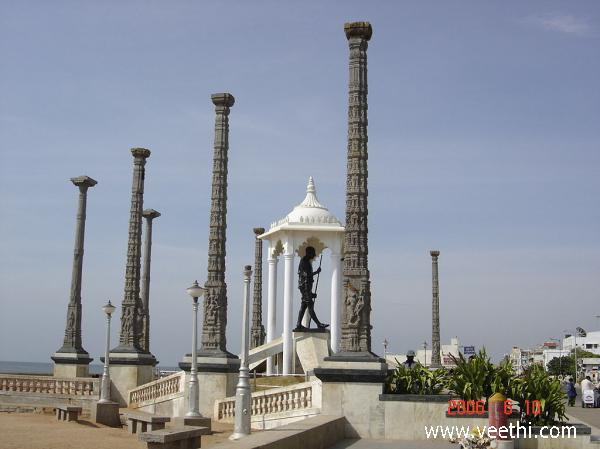 gandhi-statue-in-pondicherry-beach-road