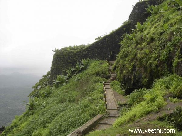 way-to-sinhagad-fort-pune