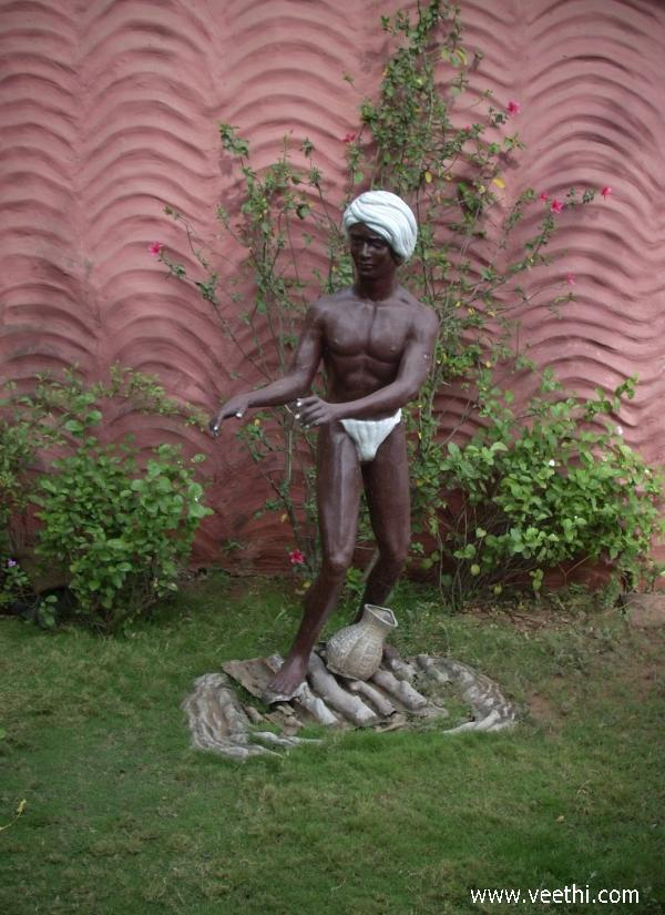 statue-at-tribal-museum-silvassa