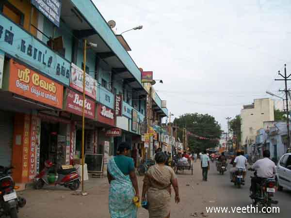 people-walking-on-the-road-near-the-sivakasi-municipal-lodge