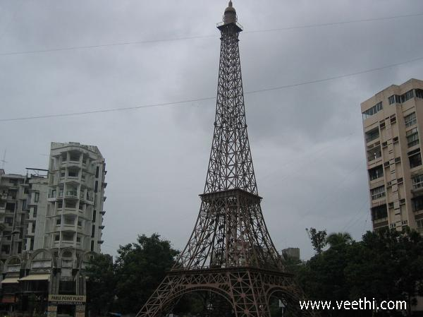 mini-eiffel-tower-at-parle-point-surat