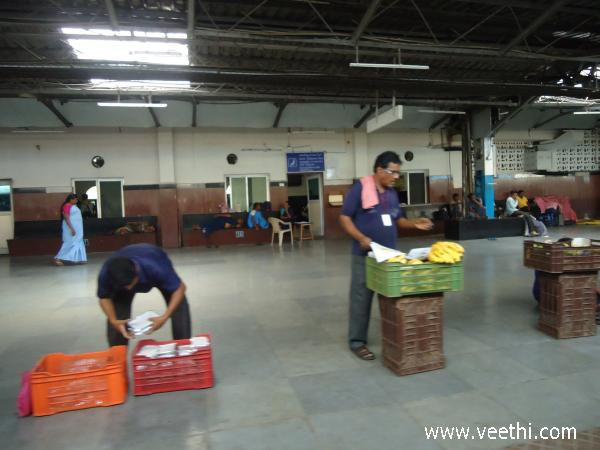 people-busy-to-sell-fruits-visakhapatnam